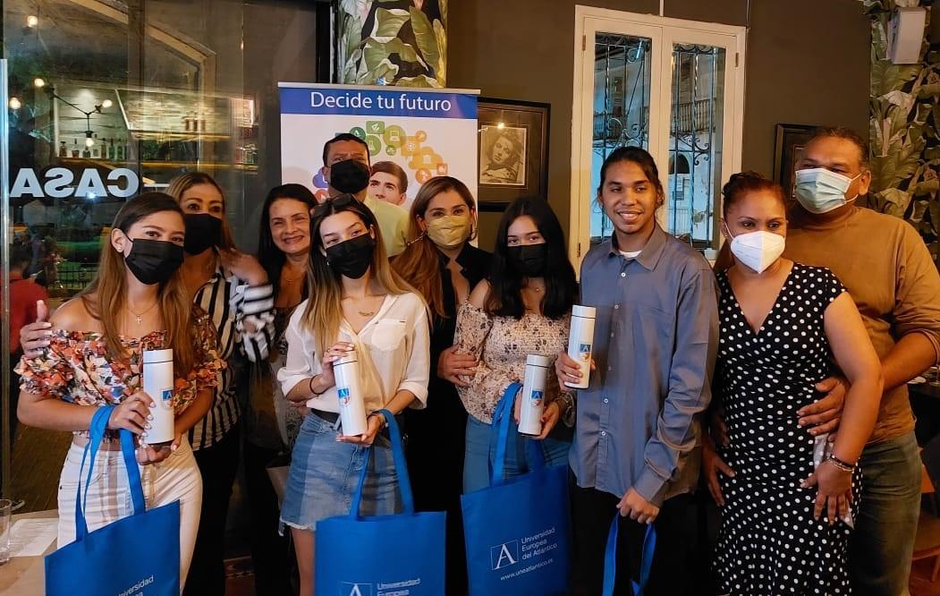 Estudiantes panameños preparan su viaje a España, orientados por la Embajada, para iniciar su formación de grado en UNEATLANTICO