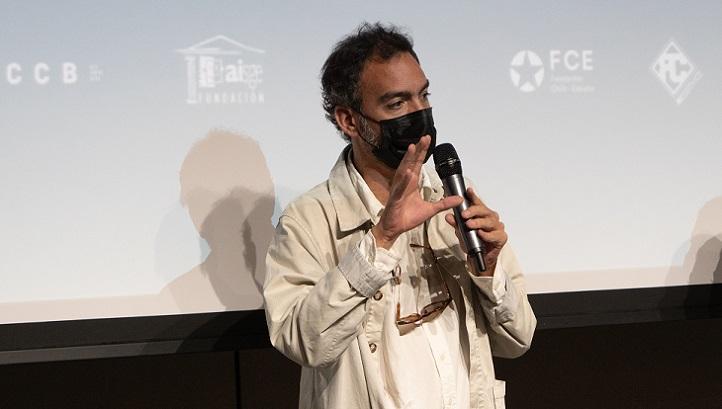 """El director de cine Theo Court debatió con los alumnos de Comunicación tras la proyección de su película """"Blanco en blanco"""""""