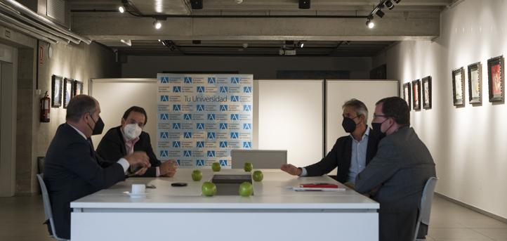 El rector de UNEATLANTICO, Rubén Calderón, mantuvo un encuentro con el Secretario de Estado de Industria y de la Pyme, Raúl Blanco