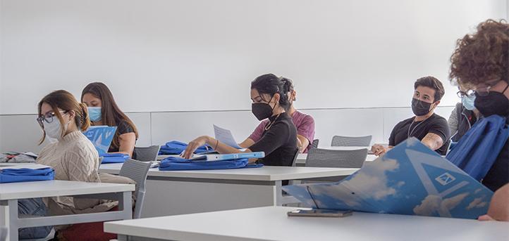 Alumnos veteranos realizan tours por el campus y residencia universitaria de cara a los nuevos estudiantes internacionales