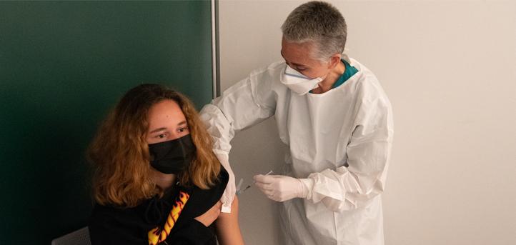 Más de un centenar de vacunas frente al covid-19 han sido administradas sin cita previa en el campus de UNEATLANTICO