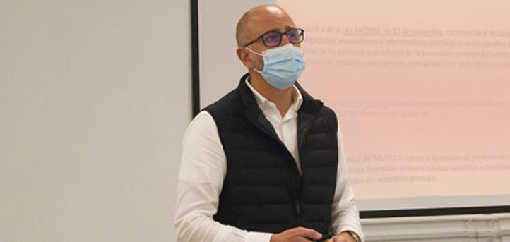 El doctor en Psicología y director académico, Juan Luis Martín, presentó el Máster Universitario en Psicología General Sanitaria